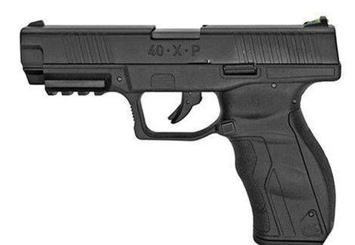 """El menor de 13 años sacó una pistola que parecía """"prácticamente idéntica"""" a un arma policial. (AP)"""