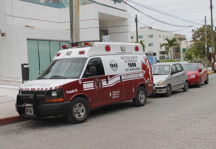 Realizan las verificaciones a las 43 ambulancias de instancias públicas y privadas. (Tomás Álvarez/SIPSE)