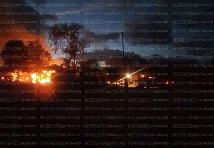 Reportan a dos detenidos por el incendio provocado en la colonia El Fortín, de Cancún.  (Redacción/Eric Galindo).