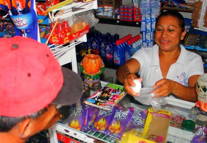 El aumento de la tarifa de energía eléctrica también lesiona el funcionamiento de las pequeñas tiendas en Yucatán. (Milenio Novedades)