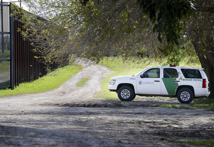 Un vehículo de la Patrulla Fronteriza se observa en la frontera de Brownsville, Texas, en la frontera con México, el jueves 16 de febrero de 2017. La Casa Blanca negó que intente utilizar a la Guardia Nacional para detener a inmigrantes indocumentados. (Jason Hoekema/The Brownsville Herald vía AP)