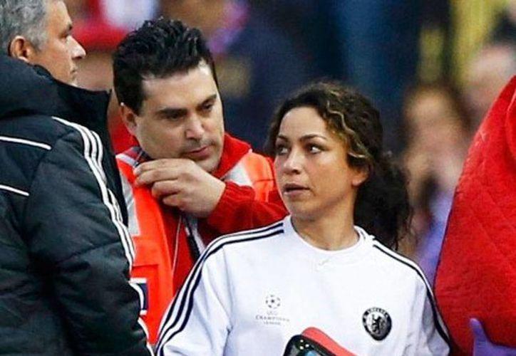 Eva Carneiro ya no estará más en la cancha durante los partidos del club Chelsea: el DT José Mourinho decidió separarla del primer equipo. (fansshare.com)