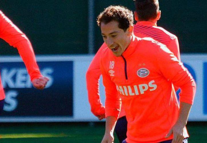 Andrés Guardado, estrella del PSV Eindhoven y de la Selección mexicana, volvió este viernes a los entrenamientos, lo que da esperanza a ambos combinados. (psv.hl)