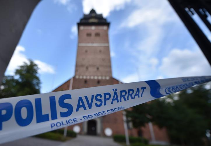 Delincuentes se llevaron dos valiosas coronas de reyes suecos y huyeron en una lancha. (Foto: Twitter)