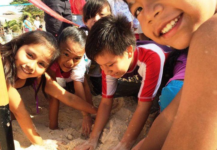 Los participantes aprenden a cuidar el ecosistema. (Daniel Pacheco/SIPSE)