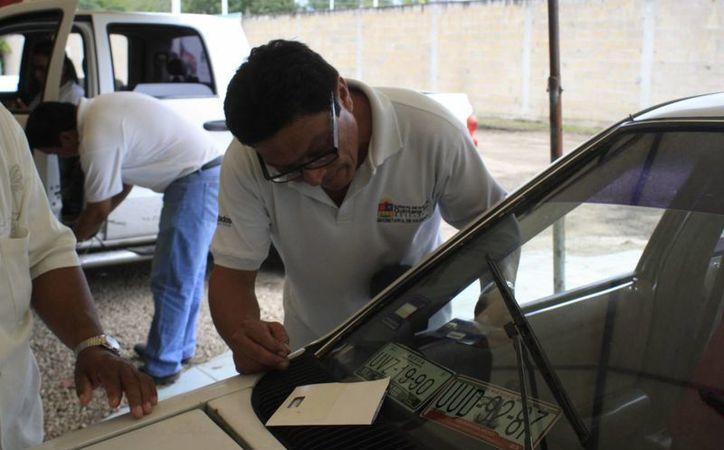 Los vehículos adquiridos en agencias o distribuidoras ya cuentan con registro en el Repuve. (Harold Alcocer/SIPSE)