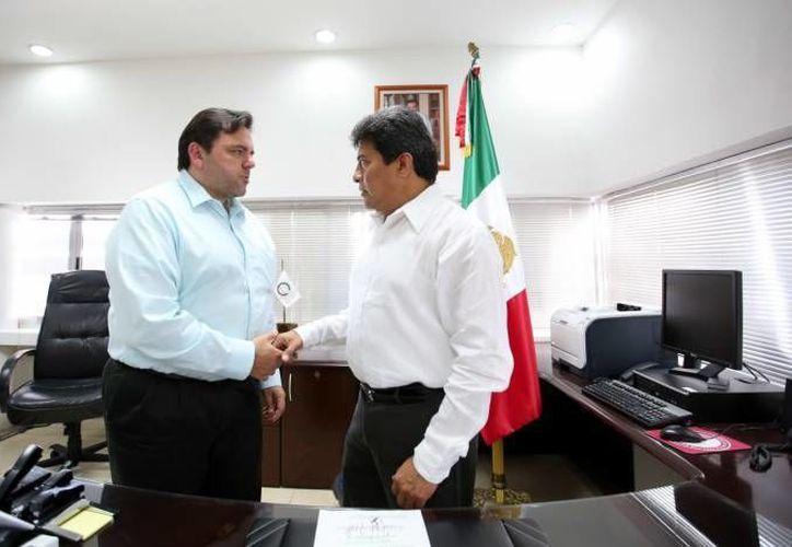 El fiscal general de Yucatán, Ariel Aldecua Kuk (c), recordó que con formación y capacitación continua la Fiscalía se prepara para la entrada en funciones del Código Nacional de Procedimientos Penales, el próximo 22 de septiembre. (Foto de archivo de SIPSE)