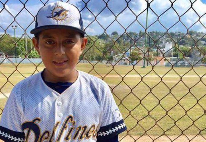 El pequeño pitcher Martín Axel Noh Bolíva brilló en la victoria de los Delfines de Campeche en la Liga de Béisbol Infantil y Juvenil Meridana. (Novedades de Campeche)