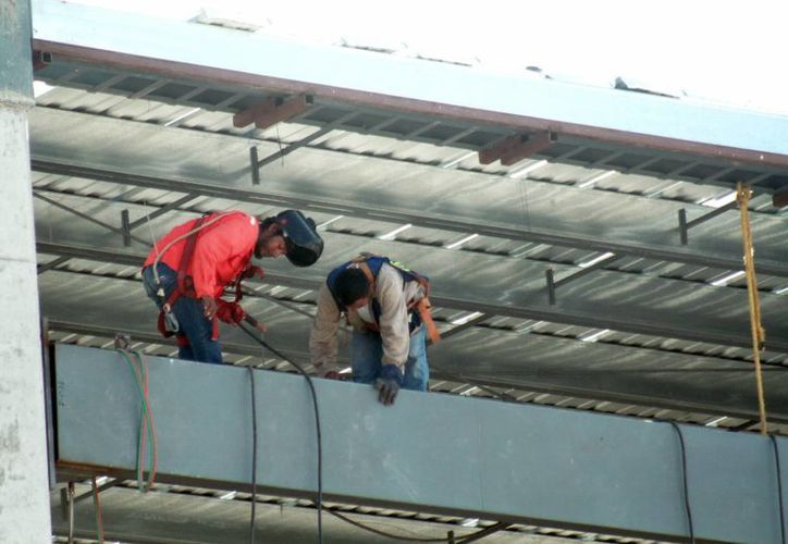 Los trabajadores de nla construcciòn están más expuestos a sufrir accidentes. (Jorge Acosta/Milenio Novedades)
