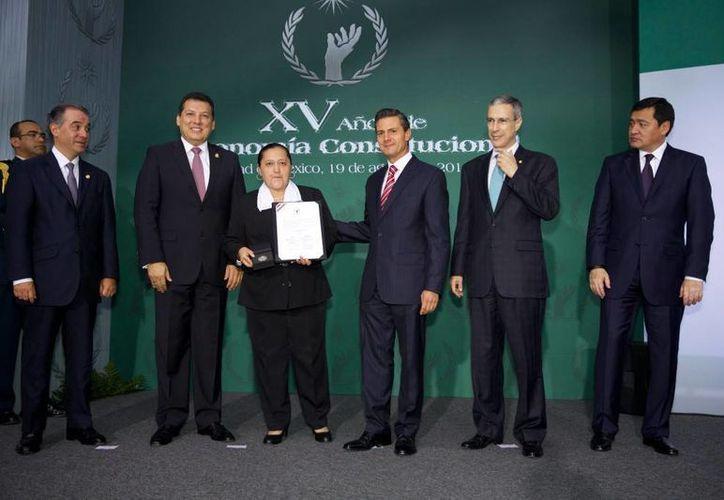 El presidente Enrique Peña presidió la ceremonia en el marco de la conmemoranción de los 15 años de autonomía constitucional de la CNDH. (presidencia.gob.mx)