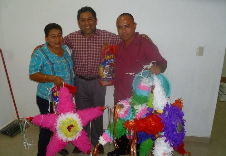 Autoridades priístas participaron en  la realización del evento. (Raúl Balam/SIPSE)