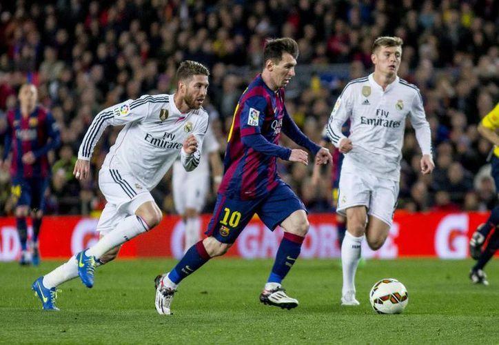 Debido a la fecha FIFA, 17 jugadores de Real Madrid, entre ellos el español Sergio Ramos (i) y el alemán Toni Kroos (d), jugarán amistosos con las selecciones de España y Alemania, respectivamente. (Foto de archivo de Notimex)