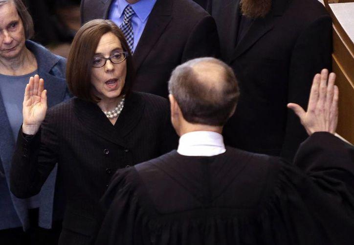 Kate Brown aseguró que lo urgente es 'restaurar la confianza pública' de los ciudadanos de Oregon. (AP)