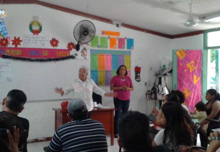 En la escuela primaria Wichita Cancún, más de 70 padres de familia participaron en  la primera sesión del taller. (Teresa Pérez/SIPSE)