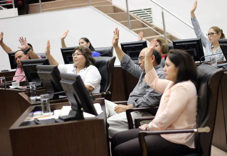 Este martes el pleno de la LXI Legislativa realizó la declaratoria para que se aprueben las modificaciones a la Constitución Política de Yucatán en materia de derechos político-electorales de las comunidades indígenas. (Foto cortesía)
