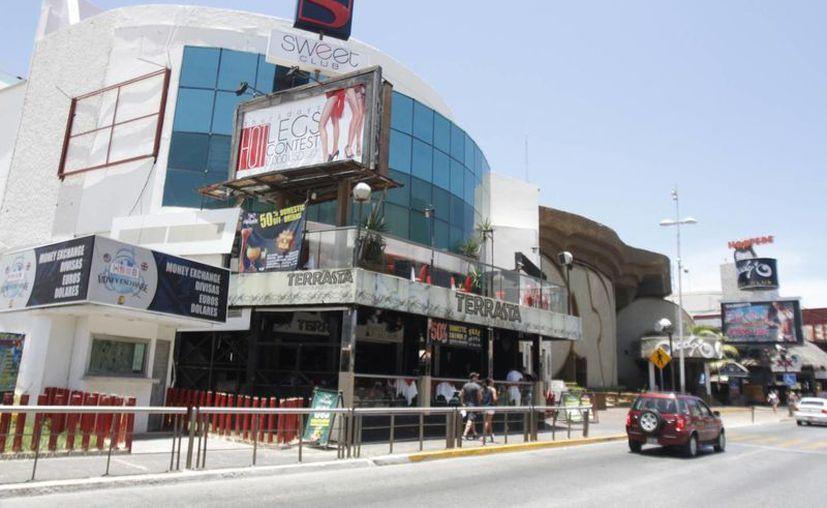 La discoteca Dady'O abrió sus puertas en Cancún en julio de 1989 y desde su apertura fue uno de los principales atractivos de la zona de playa. (Israel Leal/SIPSE)