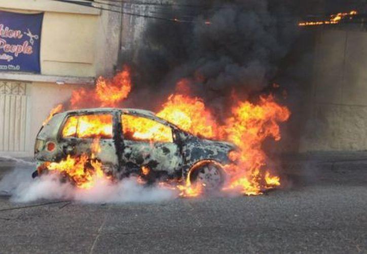 Las cuatro muertes en Zihuatanejo ocurrieron en la carretera que comunica a Playa Larga y al aeropuerto. (Notimex)