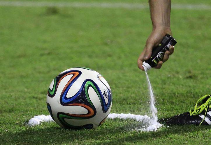 La espuma comenzará a utilizarse este 16 de agosto al arrancar la liga inglesa. (AP)