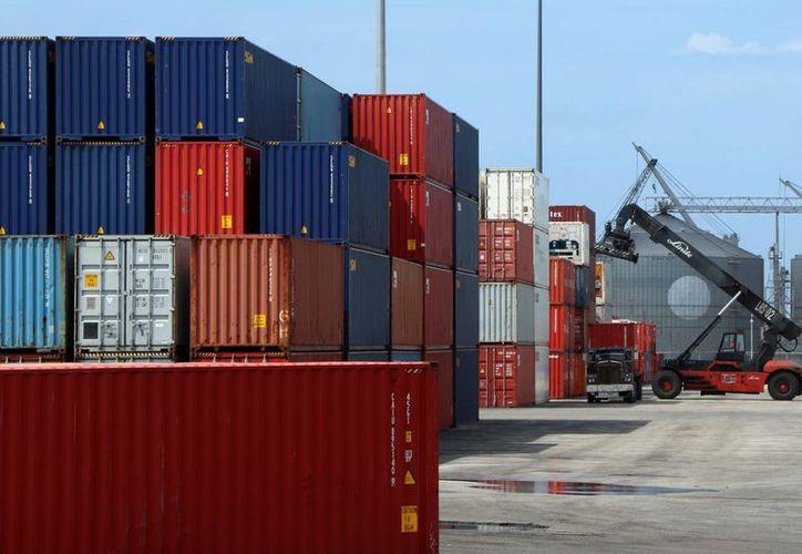 El sector exportador de Yucatán debe tener la certeza de que México es el segundo socio comercial más grande de EU. Imagen de contexto de varios contenedores en el Puerto de Altura de Progreso (Milenio Novedades)