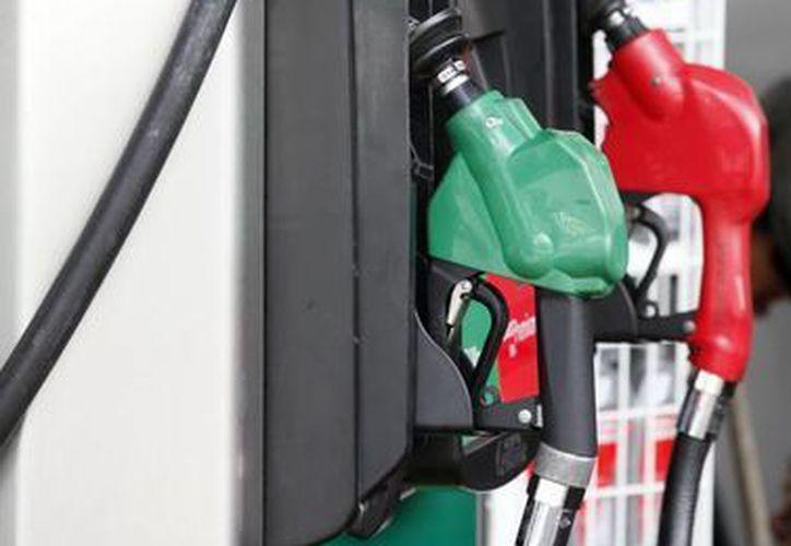 El precio al público del litro de gasolina Magna será de 11.58 pesos y de Premium en 12.14 pesos. (Notimex)