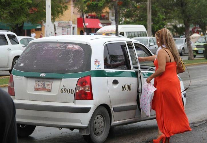 Los taxistas que maltraten a los usuarios se les retirará el tarjetón y deberán acudir a terapia de manejo de estrés. (Tomás Álvarez/SIPSE)