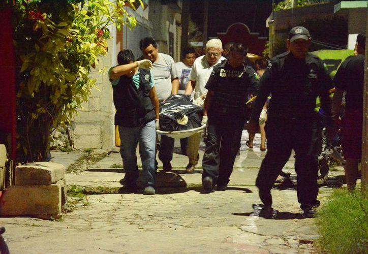 Un policía que perdió por una enfermedad a su primera esposa hace meses y que fue abandonado por la segunda a fin de año, tomó la decisión de suicidarse en su casa en Kanasín. (SIPSE)