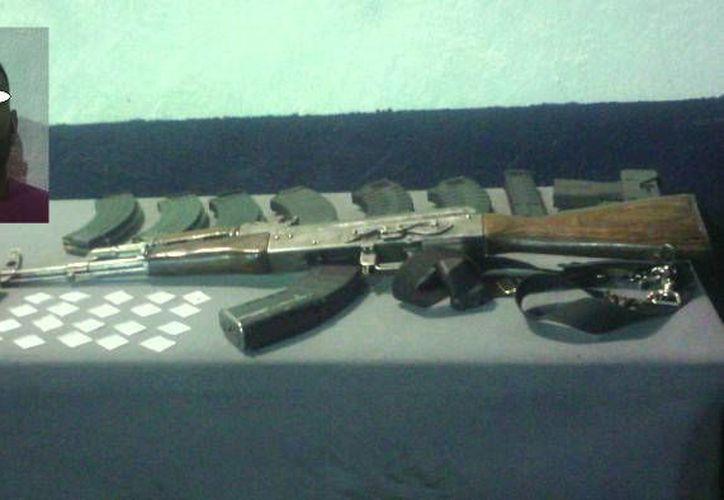 """El presunto sicario Luis Otoniel """"RR"""", operador del grupo delictivo La Línea, considerada el brazo armado del cártel de los Carrillo Fuentes, fue detenido con armas y droga en Chihuahua. (Foto tomada de tiempo.com.mx)"""