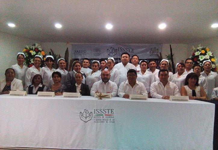Se llevó a cabo en Mérida la graduación de la primera generación de la Escuela Nacional de Enfermería e Investigación del Issste con subsede en Yucatán. (Fotos cortesía del Gobierno estatal)