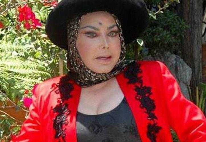 La mujer acusada por Irma Serrano dispuso de sus alhajas y dinero producto de un contrato de arrendamiento y regalías por interpretaciones musicales. (debate.com.mx)