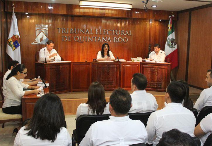 El pleno lo integran Nora Cerón González, Víctor Vivas Vivas y Vicente Aguilar Rojas. (JoelZamora/SIPSE)