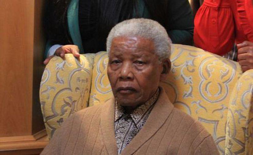 Mandela fue internado poco antes de la medianoche del miércoles. (Agencias)