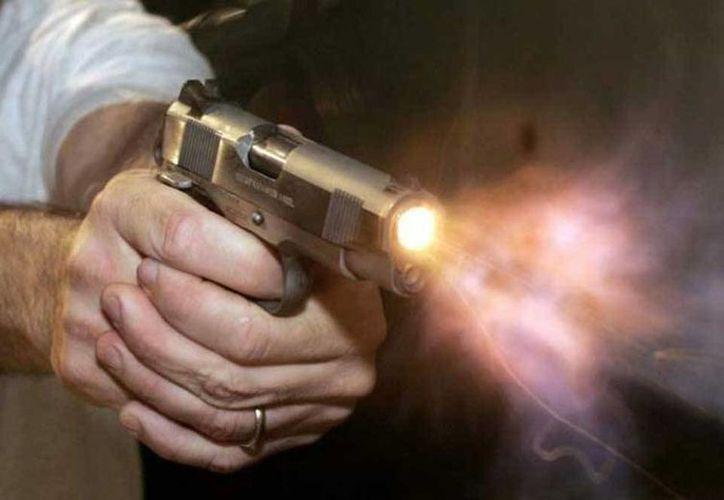 El hombre amenazó a números empleados con una pistola y realizó varios disparos en la cocina. (sapemaco.com)