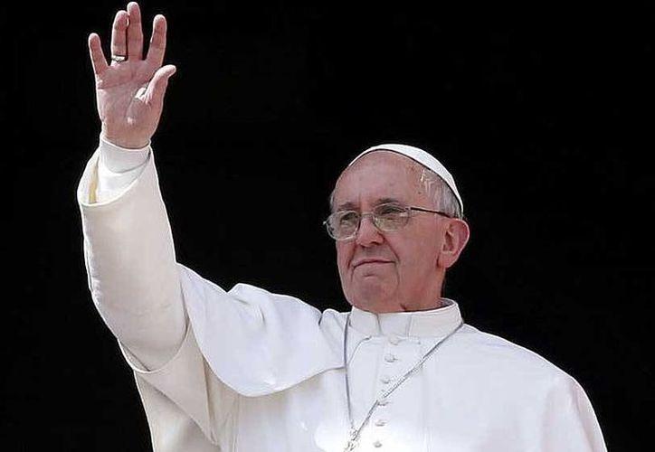 El Pontífice nombró además del párroco mexicano, al padre Luzizla Kiala de Angola como obispos. (Agencias)