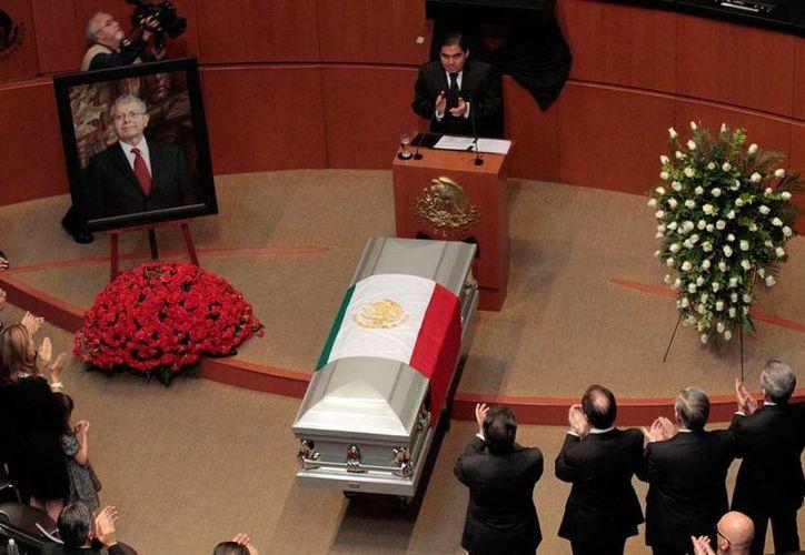 Vista desde arriba del homenaje de cuerpo presente que el Senado de la República le rindió a Manuel Camacho Solís, quien falleció este viernes. (Notimex)