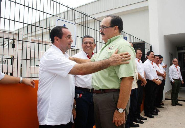 Jorge Carlos Ramírez Marín, candidato al Senado por la coalición Todos por México visitó la procesadora de alimentos Marlet. (SIPSE)