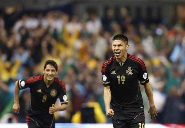En 2013 Peralta (d) fue autor de ocho goles en siete partidos de Eliminatoria Mundialista, cinco de los cuales anotó ante Nueva Zelanda. (Archivo Notimex)
