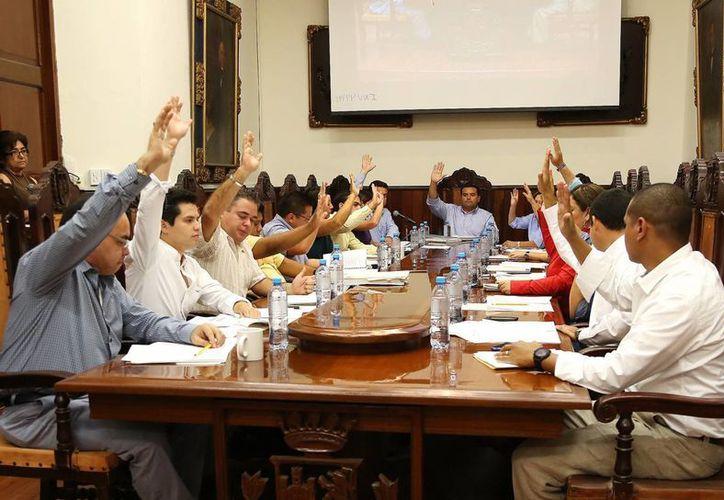Los regidores aprobaron de manera unánime el acuerdo para aumentar el sueldo a los empleados. (SIPSE)