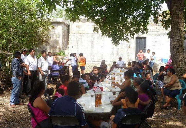 Diversas organizaciones realizaron una serie de convivios en  las instalaciones de la Central Obrera por Día del Trabajo. (Raúl Balam/SIPSE)