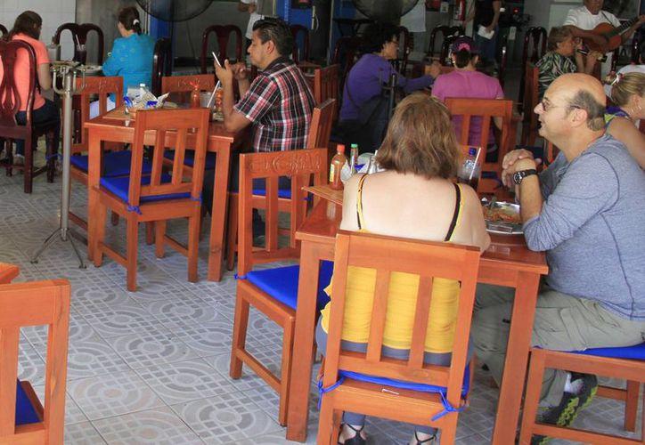 Registran a los restaurantes en el proyecto de promoción. (Israel Leal/SIPSE)