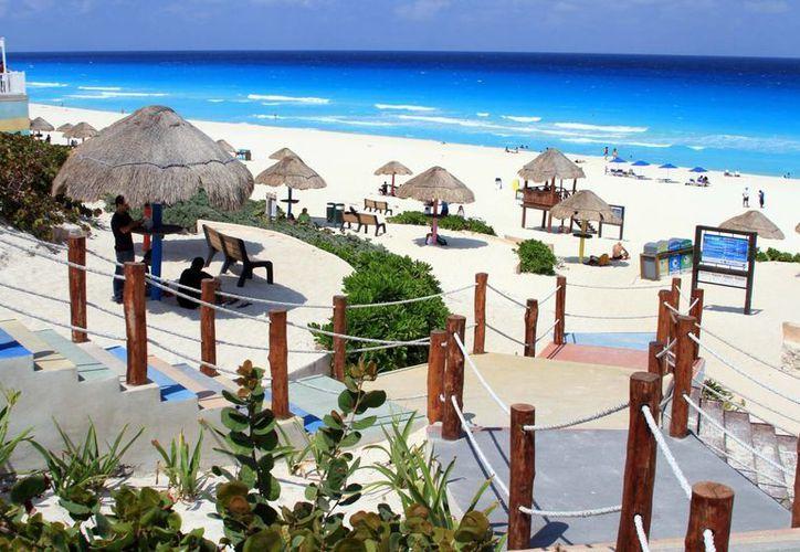 Invierten 700 mil pesos en labores de mantenimiento de la playa. (tomás Álvarez/SIPSE)