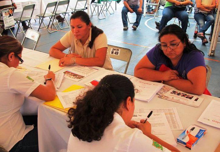 """Numerosas personas se presentaron a solicitar empleo al parque """"José Vasconcelos"""". (Milenio Novedades)"""