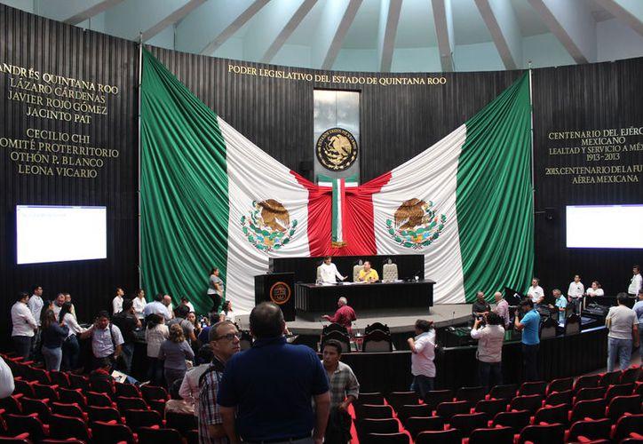 En la apertura de trabajos, asistieron 16 de los 25 legisladores locales, cuando es obligatoria la mayoría de 17 diputados. (Joel Zamora/SIPSE)