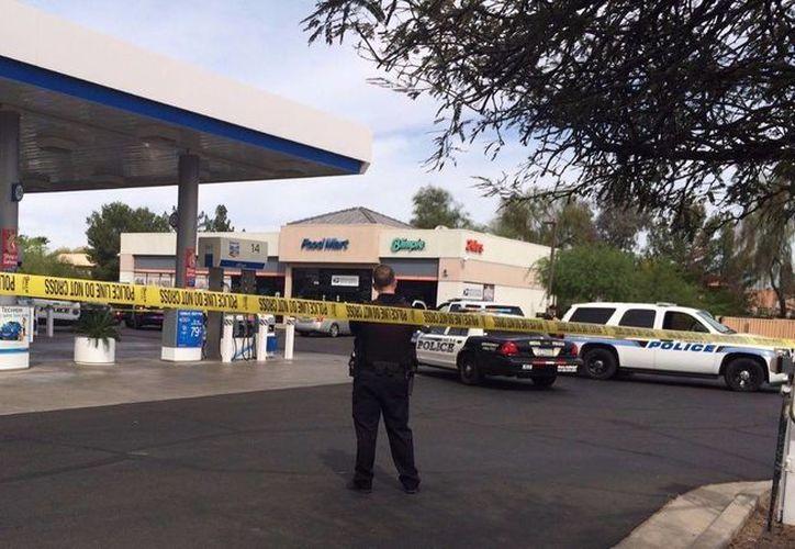 En esta estación de gasolina el autor de un asalto bancario se quitó la vida al verse rodeado por la policía. (12news.com)