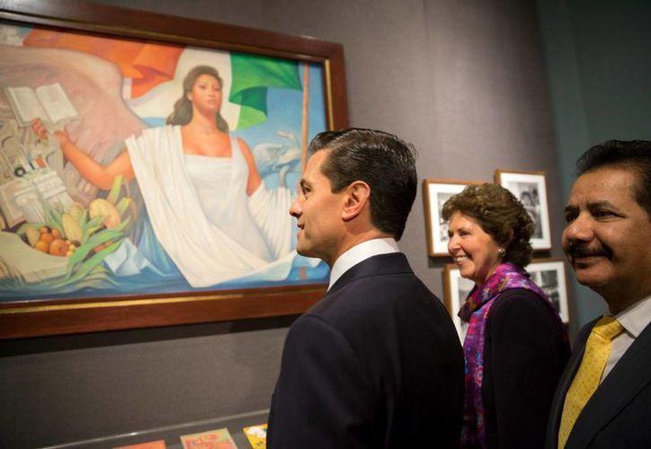 Peña Nieto acudió a la exposición 'Constitución Mexicana 1917-2017. Imágenes y voces'. (Notimex)
