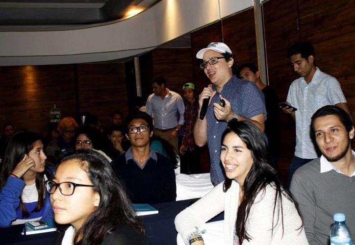 Tratan que los estudiantes de diferentes instituciones compartan sus ideas. (Yajahira Valtierra/SIPSE)
