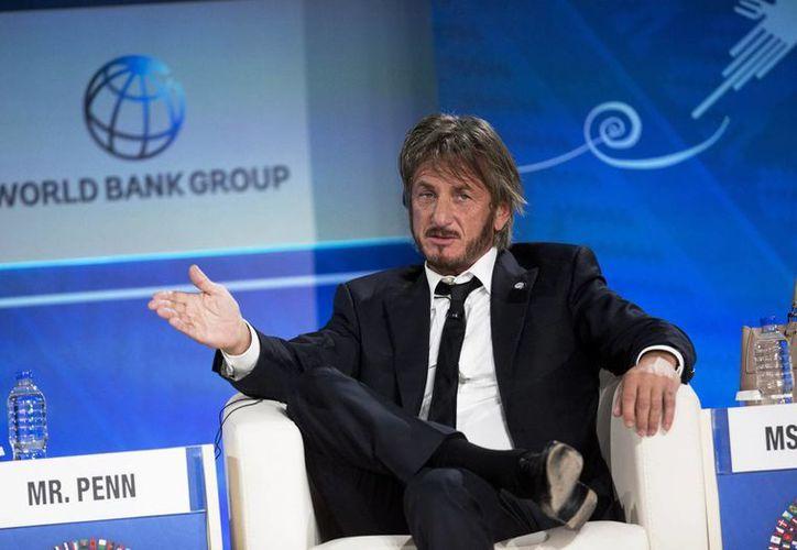 """Sean Penn dijo a Associated Press en una breve conversación por correo electrónico que no tiene """"nada que ocultar"""" acerca de El Chapo. Imagen del actor en un foro con jóvenes empresarios durante la reunión anual del FMI y el Banco Mundial en Lima, Perú, el pasado mes de octubre. (AP)"""
