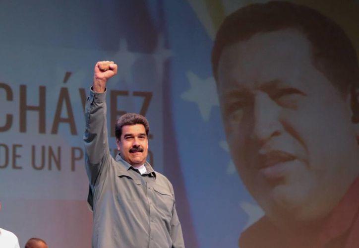 El presidente Maduro indicó que un equipo de creativos trabaja para configurar una serie y película biográficas de Hugo Chávez. (EFE)