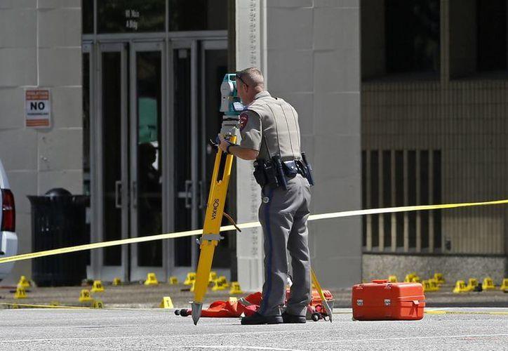 Cinco policías resultaron muertos tras la 'emboscada' protagonizada por un exmilitar de raza negra que combatió en Afganistán. (AP)