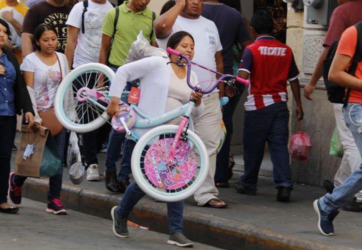Los meridanos se volcaron al Centro de Mérida para realizar sus compras de última hora. (Milenio Novedades)