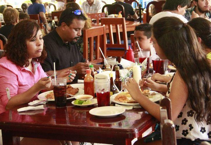 La Coferpis concluyó el operativo de verano en Cancún; inspeccionó más de 800 establecimientos. (Tomás Álvarez/SIPSE)